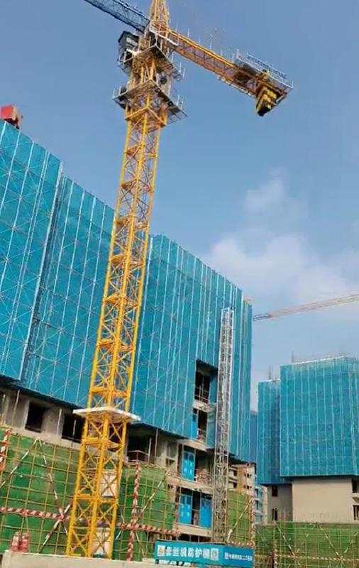 目前市场上的建筑全钢爬架多以电动葫芦提升